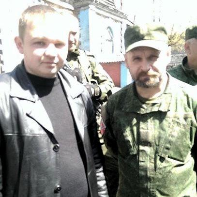 Alexey Albu y el comandante de la Brigada Fantasma Alexei Mozgovoi en el Foro Antifascista en Alchevsk. Foto: Voz