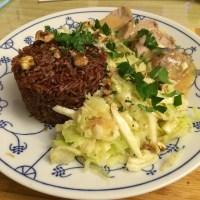 Heute gibt's Schweinefilet mit rotem Reis. Sieht schonmal gut aus... #hellofresh #foodporn - via Instagram