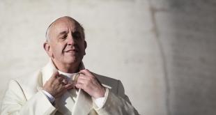 Papa: domanda alla piazza, ci si battezza da soli?