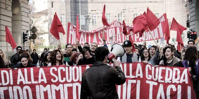 """il FGC in manifestazione il 13 novembre, contro la """"buona scuola"""". Torino."""