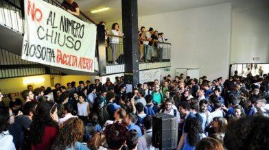 Gli studenti manifestano il 16 maggio, forzando la seduta del Senato Accademico