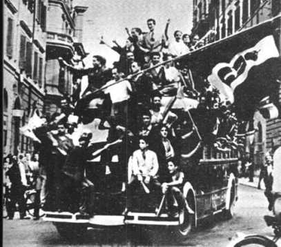 Roma festeggia la caduta del Fascismo