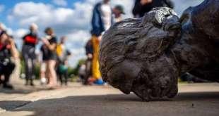colombo-statua
