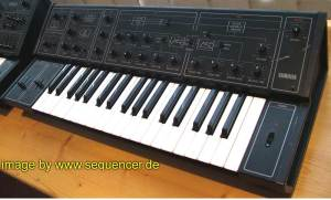 Yamaha CS10 synthesizer