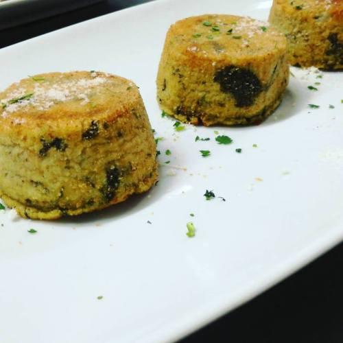 Souffle con broccolo e salsiccia