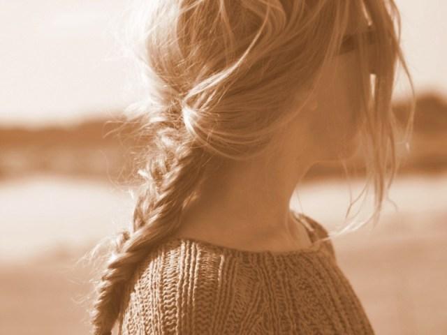 saat tamu bulanan datang, biasanya perempuan akan merasakan sedih dan juga gelisah. padahal yang biasanya terkesan biasa saja, tapi adanya hal sepele pun bisa berpengaruh pada mereka. gambar via: www.hipwee.com