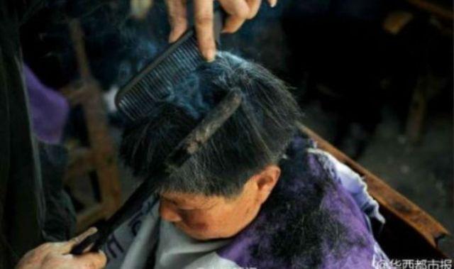 Pangkas Rambut Dengan Besi Panas