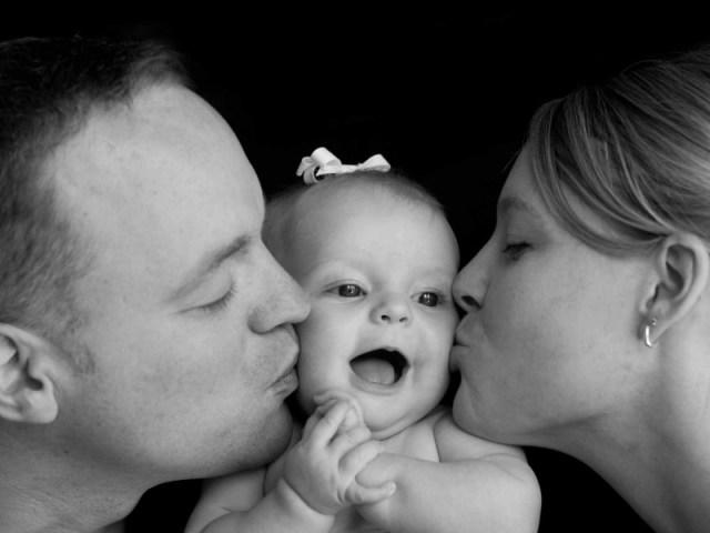 ingin sekali aku menggantikan perjuangan ibu dan ayah. ingin juga aku melihat ibu dan ayah bersantai, tanpa pelru terbebani oleh tiap pekerjaan. gambar via: www.pinterest.com