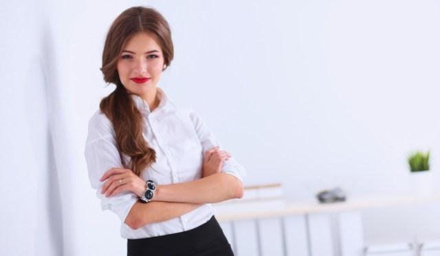 Percaya diri membuat wanita lebih bersinar. Gambar via: www.confusedsandals.com