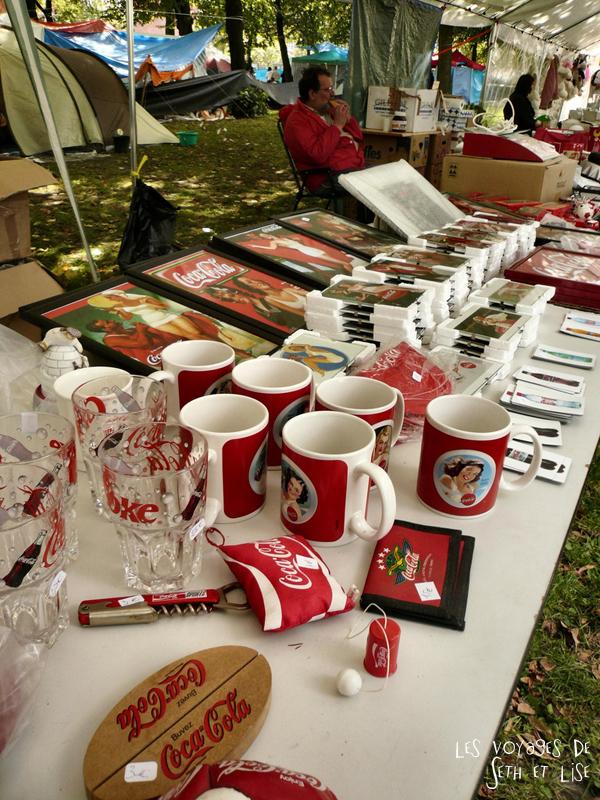 braderie lille france voyage travel organisation brocante tourisme tourism stand coca cola mug vendeur seller