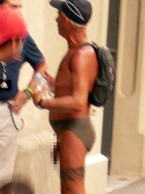 blog voyage australie espagne barcelone exhibitioniste naked tatoo artist