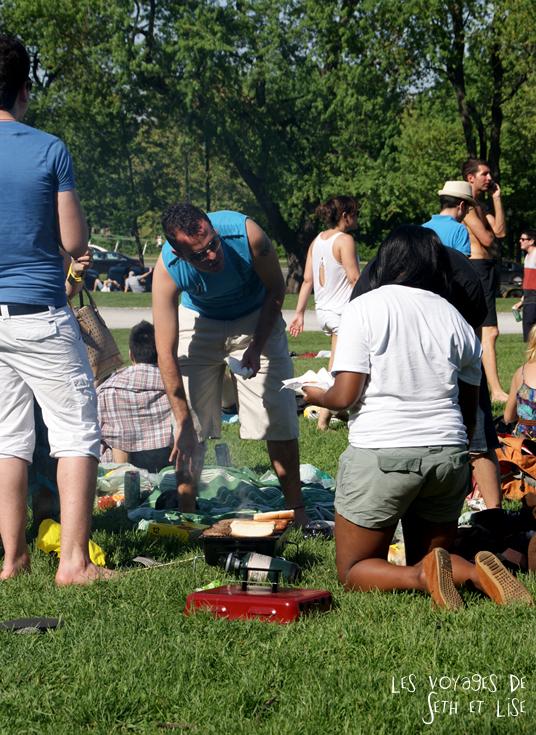 pvt canada montreal mont royal dimanche blog voyage tour du monde couple barbecue amis parc