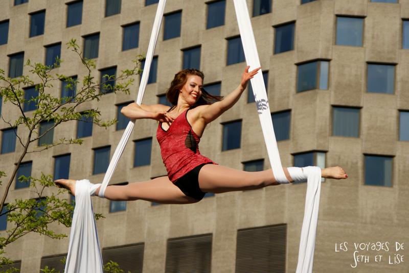 blog pvt canada voyage canada montreal voyage tour du monde fete artiste tissue acrobatie artiste smile girl