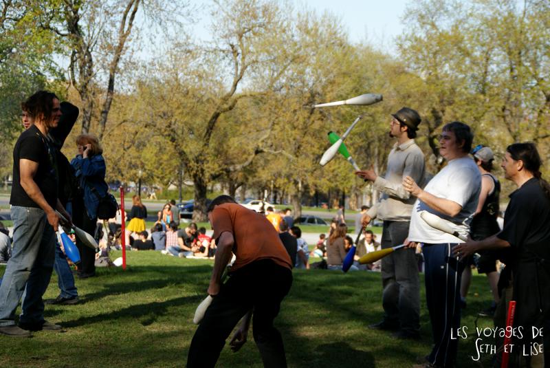 pvt canada montreal mont royal dimanche blog voyage tour du monde couple jonglage plusieurs cirque amis parc