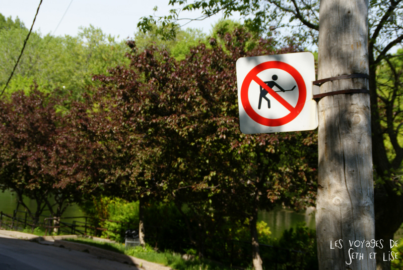 blog pvt canada montreal tour du monde voyage couple panneau hockey interdit parc lafontaine