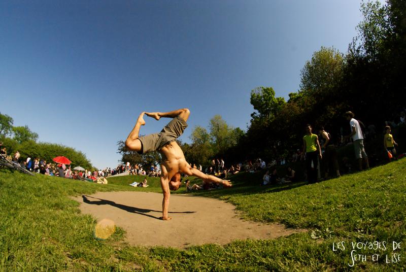 pvt canada montreal mont royal dimanche blog voyage tour du monde couple acrobate muscle yoga gym homme sexy