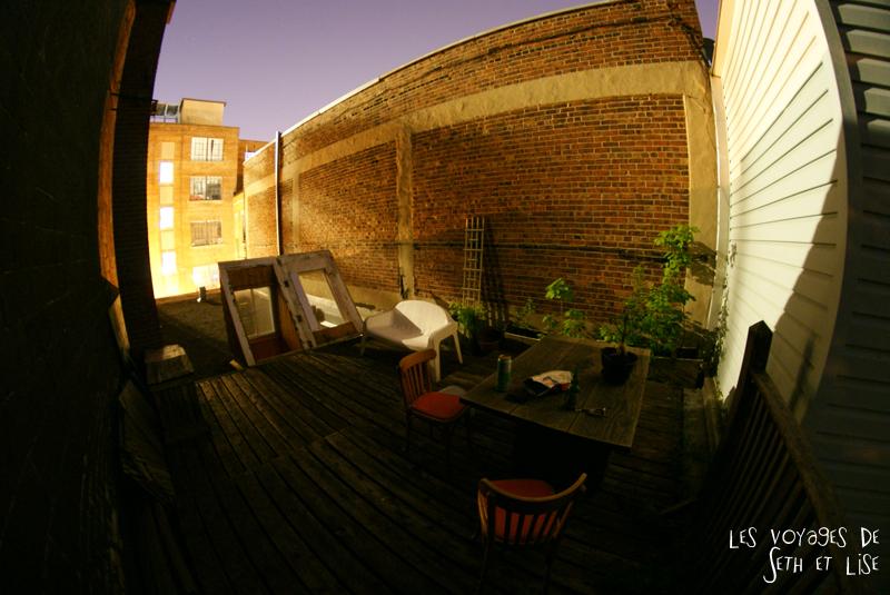 blog pvt canada montreal tour du monde voyage couple toit appartement marie anne terasse nuit vue chill