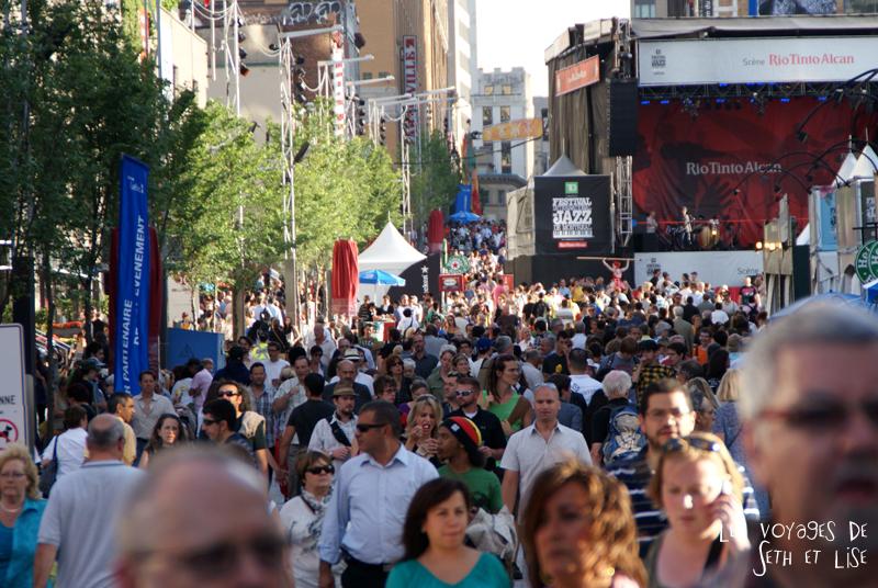 blog canada montreal pvt couple tour du monde voyage festival jazz foule