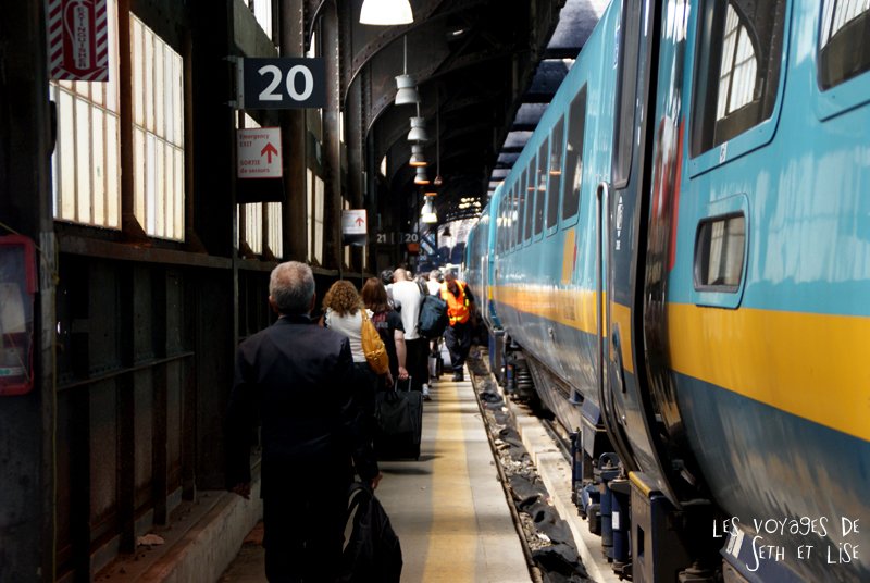 blog pvt canada toronto couple whv voyage photos tour du monde rail train arrive train gare