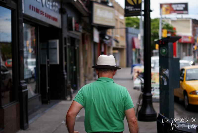 blog pvt canada whv toronto ontartio couple voyage travel tour du monde chapeau homme rue