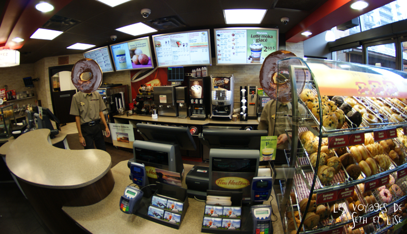 blog canada montreal voyage pvt whv bouffe duel donut tim hortons dunkin donuts shop