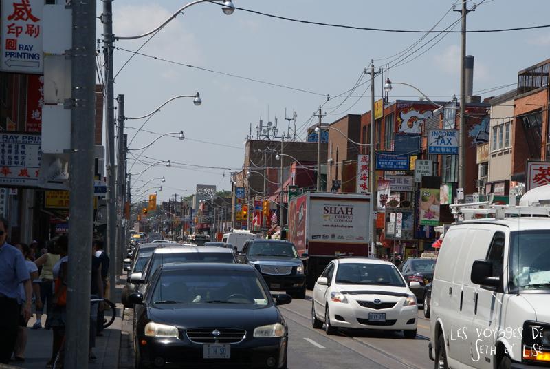 blog pvt whv canada toronto travel voyage kensigton chinatown couple spadina dundas street rue