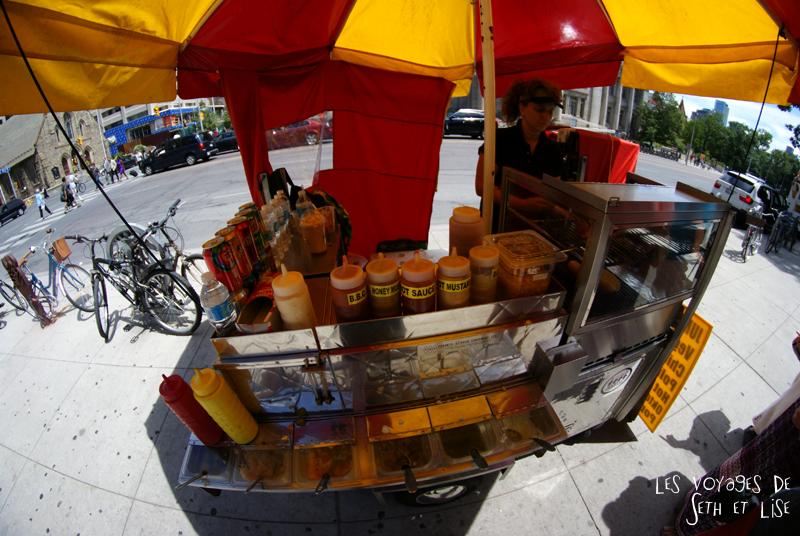 blog pvt canada whv toronto ontartio couple voyage travel tour du monde hot dog ambulant shop