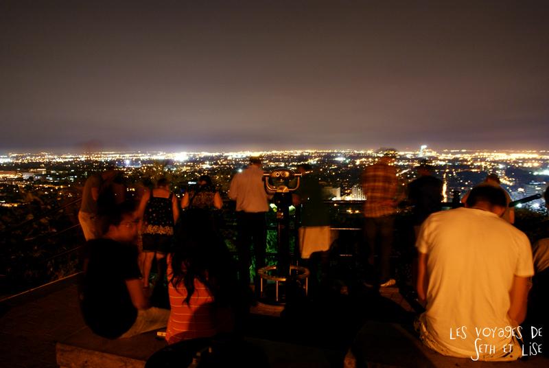 blog pvt canada montreal quebec couple voyage tour du monde touriste belvedere est nuit foule