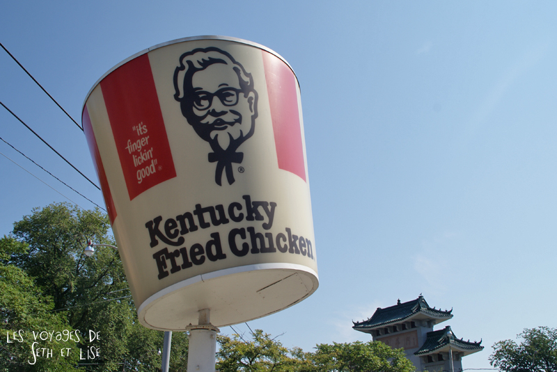 blog photo voyage pvt canada toronto ontario couple tour du monde travel photography kfc logo kentucky fried chicken