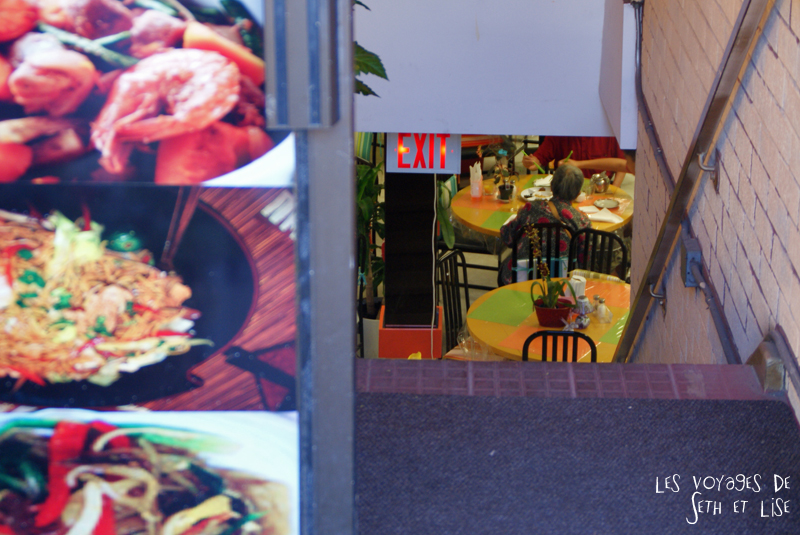 blog photo voyage pvt canada toronto ontario couple tour du monde travel photography restaurant chinatown