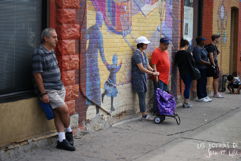 blog voyage toronto canada pvt montreal people portrait photo attente waiting bus stop