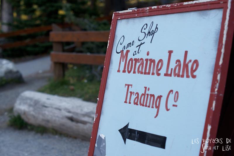 blog photogaphie pvt pvtiste canada alberta rocheuses montagne couple voyage tour du monde paysage nature lac lake trading sign moraine