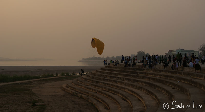 paraglide-vientiane-sunset.jpg