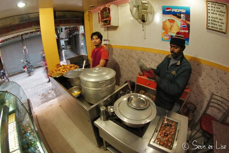blog voyage nepal tour du monde durbar square katmandou momo restaurant