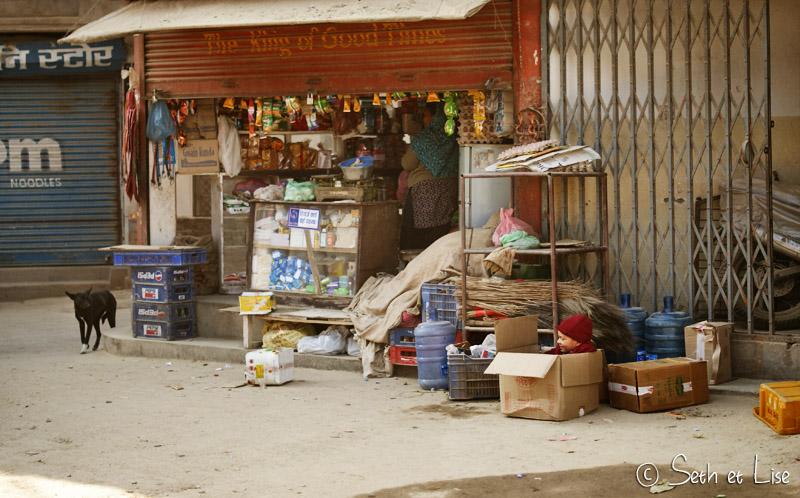 blog voyage tour du monde nepal katmandou enfant