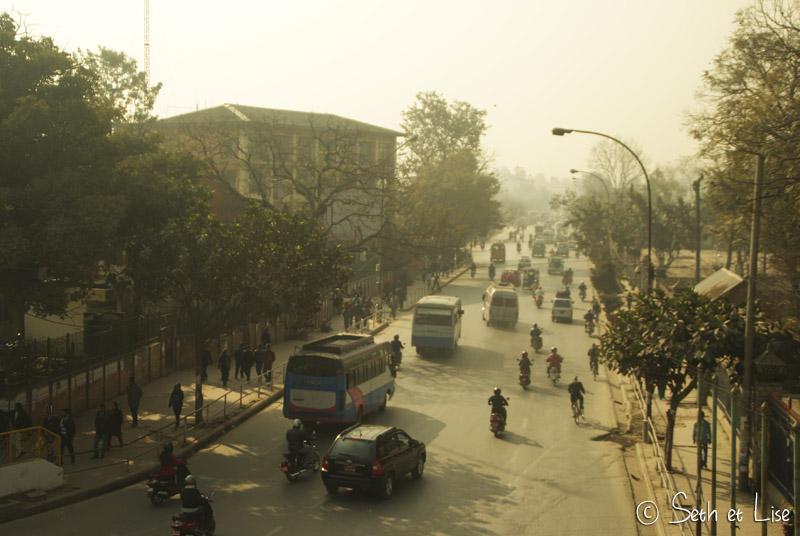 nepal_rue_voitures.jpg