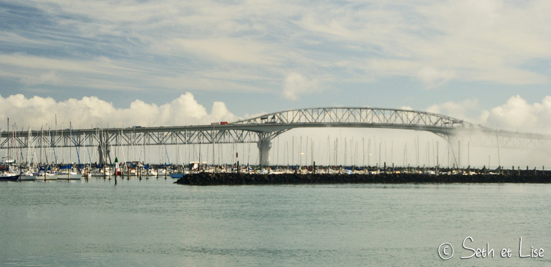 Auckland Harbour Bridge depuis le port