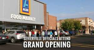 Hundreds Stand in Line for Sevierville ALDI Opening