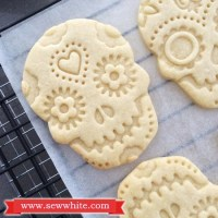 Day of the Dead vanilla paste and ginger biscuits