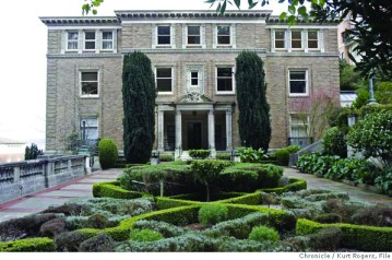 Sen. Dianne Feinstein and her husband, military contractor Richard Blum, bought this Pacific Heights mansion overlooking the Bay for $16.5 million in January of 2006. – Photo: Kurt Rogers, SF Chronicle