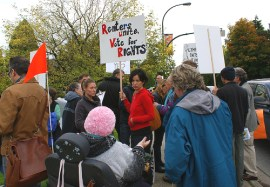 These affordable housing residents rallied to protect their homes in Vancouver City in October 2008. Oakland residents can do the same. – Photo: The Blackbird, flickr