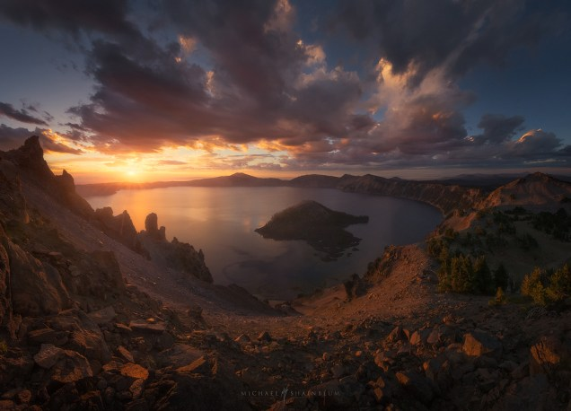 Crater Lake Oregon Photo.