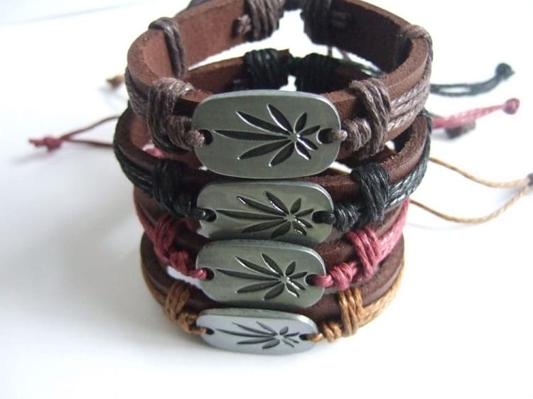 25 Awesome Friendship Bracelet Designs Sheideas