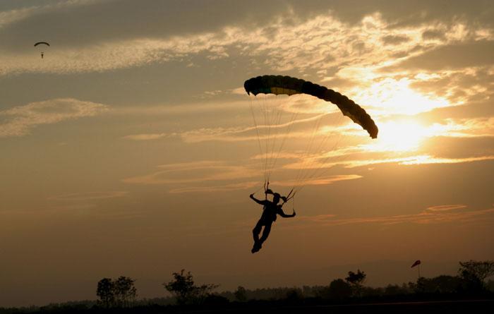 skydiving-parachute-16