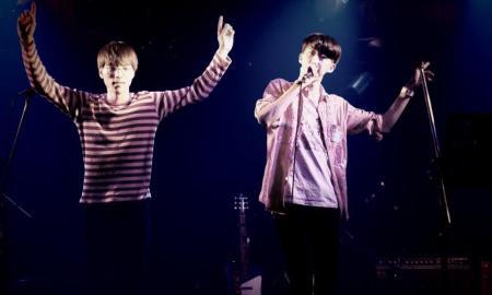 El dúo nipón, en un concierto en Japón // Boys Age