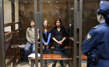 Las Pussy Riot, durante el juicio celebrado el pasado verano