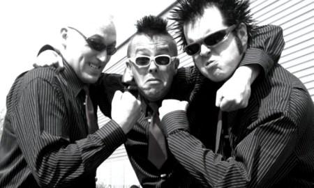 Michael Olga, en el centro, rodeado por los miembros actuales de la banda