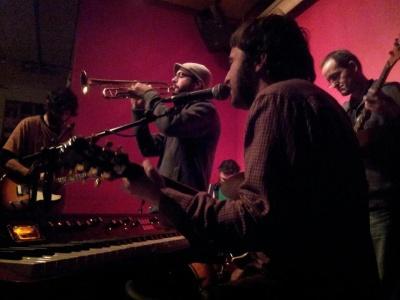 La banda durante su presentación en Heliogábal