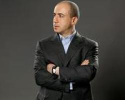 Yuri Milner, é o investidor de risco.