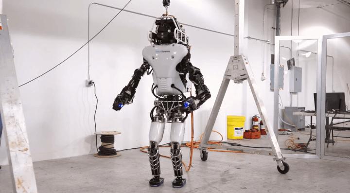 Robô Atlas segue como predileto para o final do DARPA Robotics Challenge